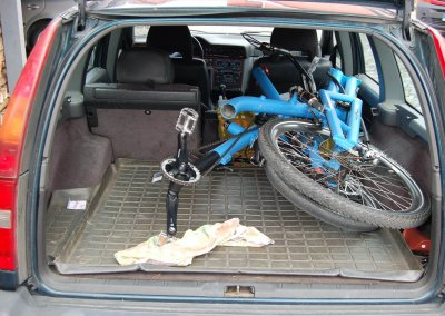recumbent-tandem-in-a-Volvo-trunk-IDSC_0154