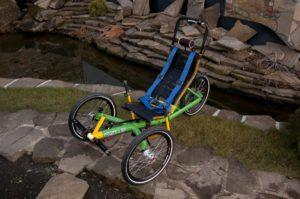 Dvě unikátní AZUB tříkolky pro hendikepované jezdce