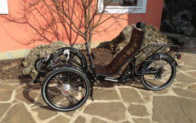 AZUB TRIcon – ležatá tříkolka s přítlačnými brzdami