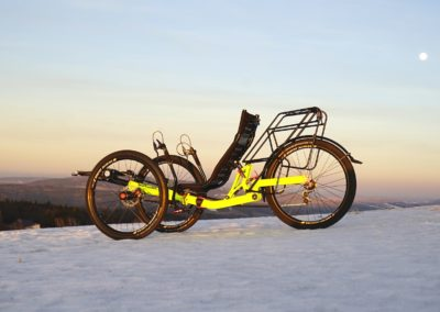 aaa-AZUB-TRIcon-GR-on-snow-featured